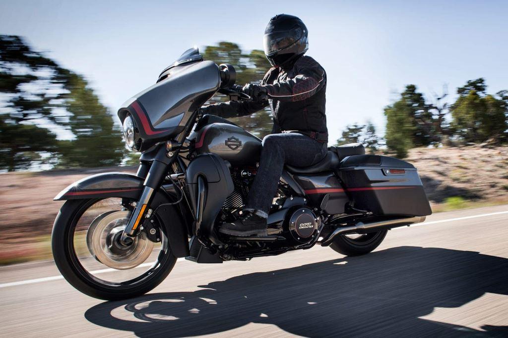2018 Harley-Davidson Softail, Touring ve 115. Yıl Modelleri! 24. İçerik Fotoğrafı