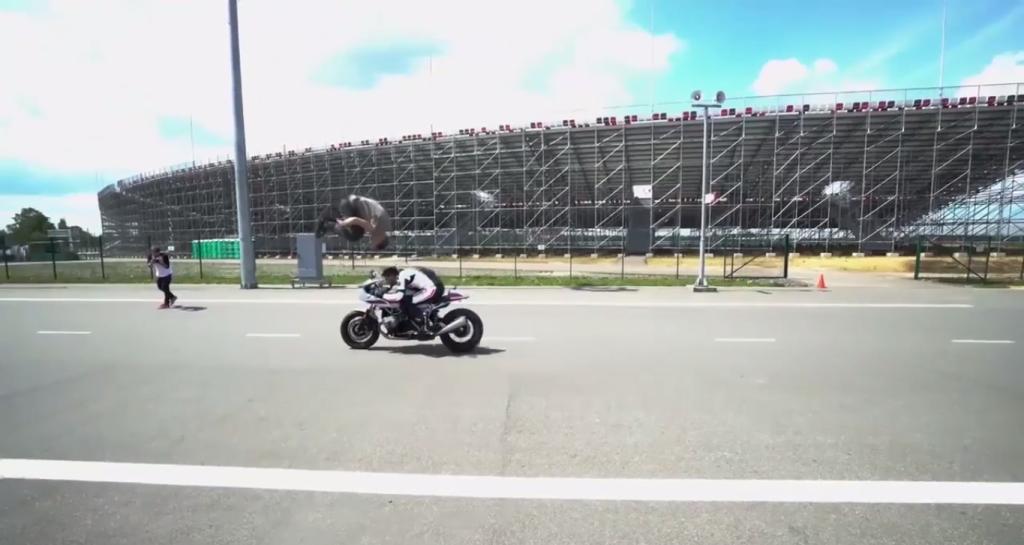BMW R nineT Racer ile Akıl Almaz Gösteri!  2. İçerik Fotoğrafı