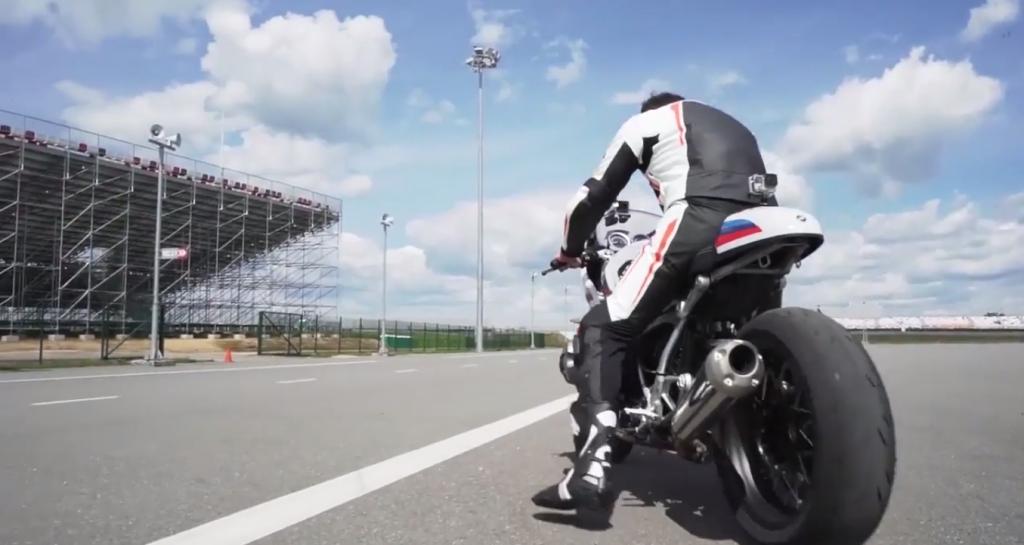 BMW R nineT Racer ile Akıl Almaz Gösteri!  8. İçerik Fotoğrafı