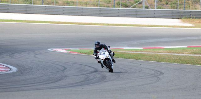 Ducati 899 Panigale - MV Agusta F3 800 5. İçerik Fotoğrafı