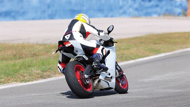 Ducati 899 Panigale - MV Agusta F3 800 6. İçerik Fotoğrafı