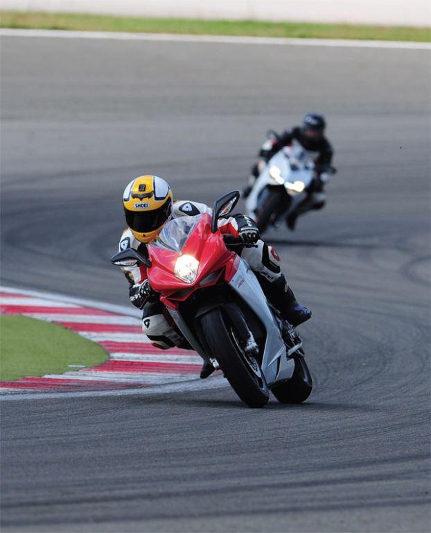 Ducati 899 Panigale - MV Agusta F3 800 9. İçerik Fotoğrafı