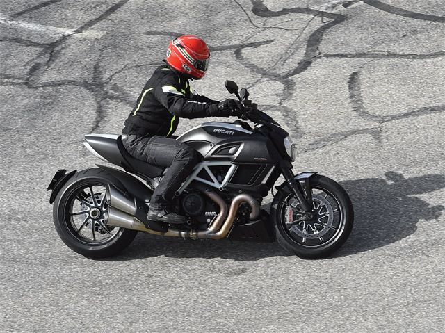 Ducati Diavel 2014 4. İçerik Fotoğrafı