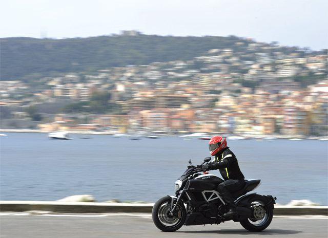 Ducati Diavel 2014 5. İçerik Fotoğrafı