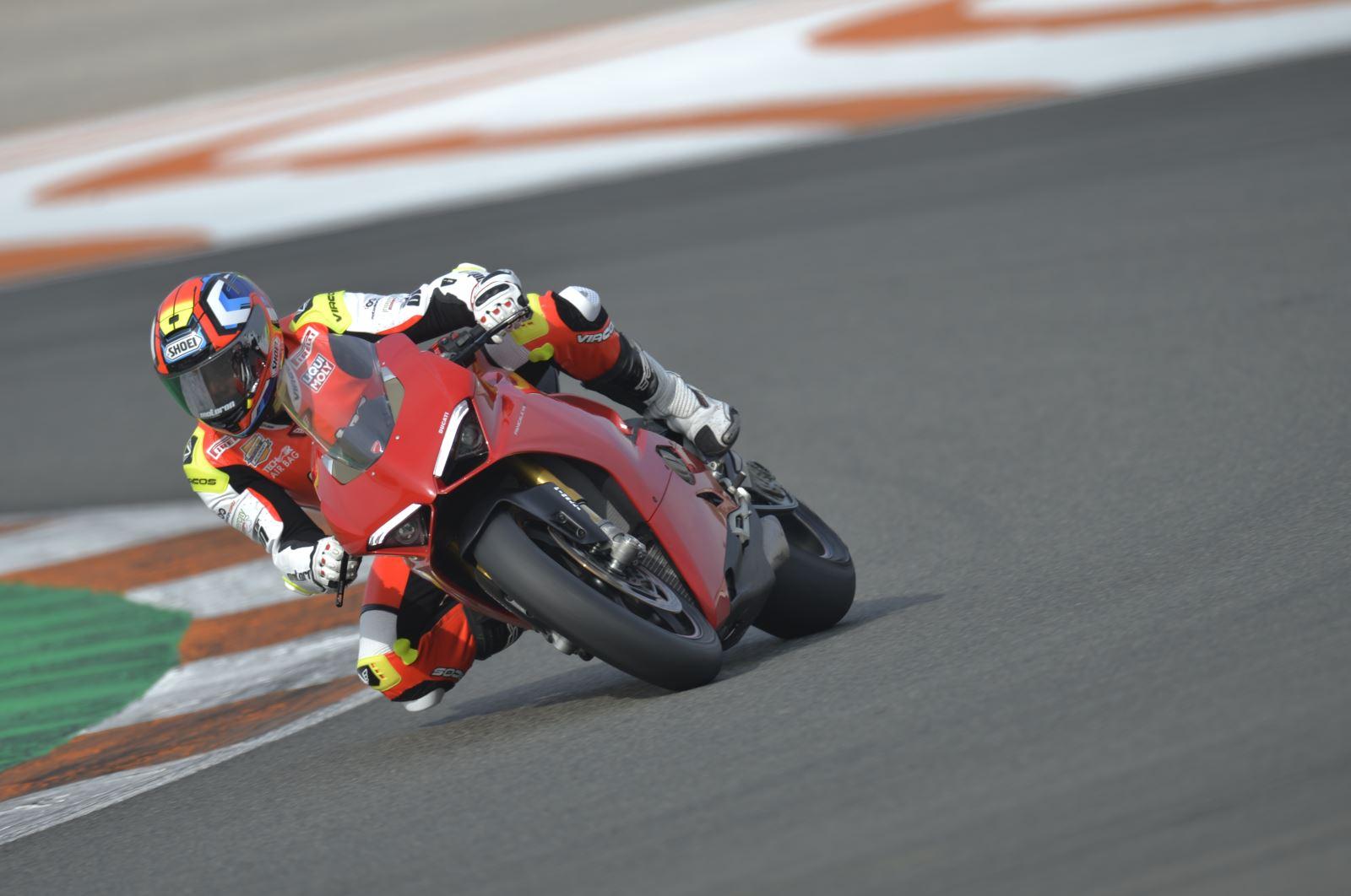 Ducati Panigale V4: Gerçekten Efsanesi Kadar İyi Mi? 1. İçerik Fotoğrafı