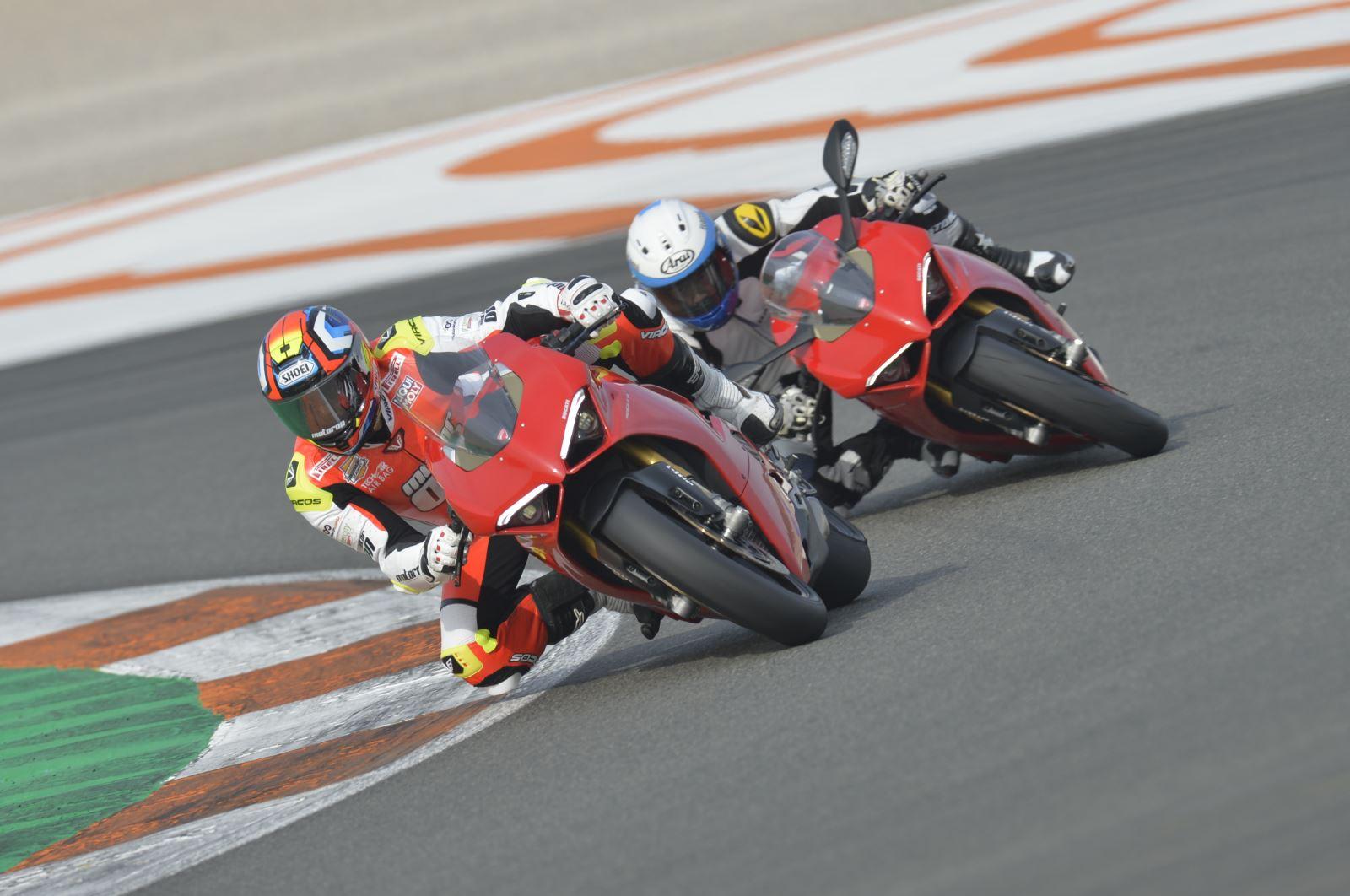 Ducati Panigale V4: Gerçekten Efsanesi Kadar İyi Mi? 2. İçerik Fotoğrafı