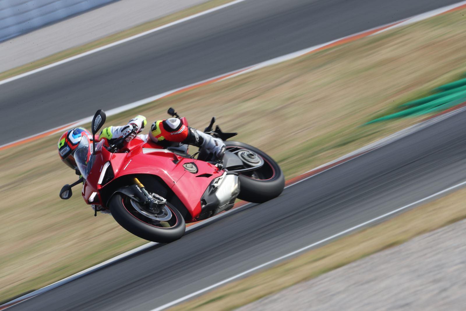 Ducati Panigale V4: Gerçekten Efsanesi Kadar İyi Mi? 5. İçerik Fotoğrafı