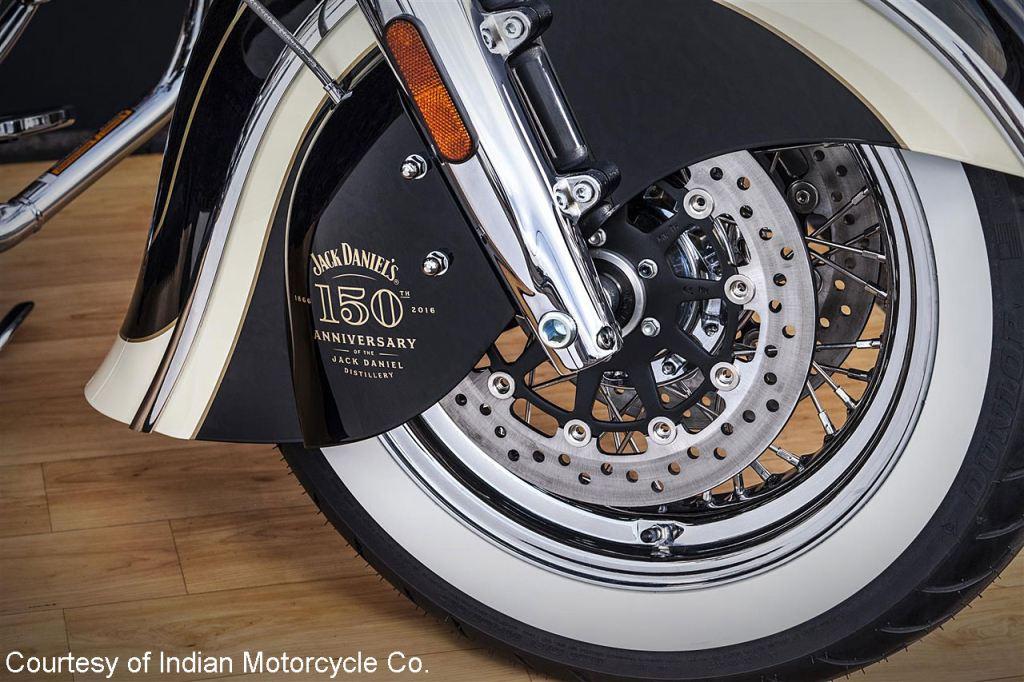 Indian ve Jack Daniel's İşi Chief Vintage 3. İçerik Fotoğrafı