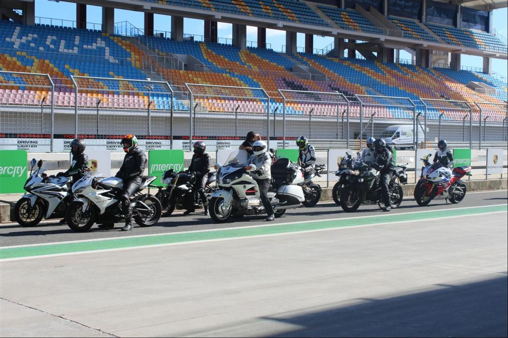 Intercity İstanbul Park Pisti'nden California Superbike School Geçti!  3. İçerik Fotoğrafı