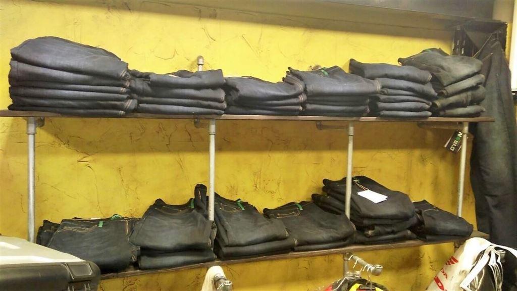 İzmir Motorcu Göçmen Spidi Konsept Store 7. İçerik Fotoğrafı