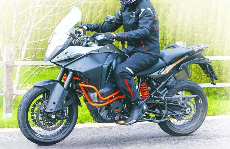 KTM 1190 Adventure ve Adventure R Modelleri Arasındaki Çizgi Belirginleşiyor... 1. İçerik Fotoğrafı