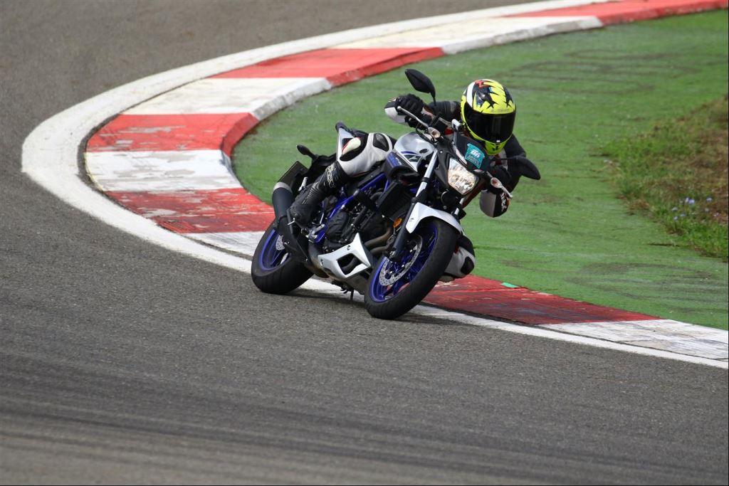 KTM Duke 250 ve Yamaha MT-25  1. İçerik Fotoğrafı
