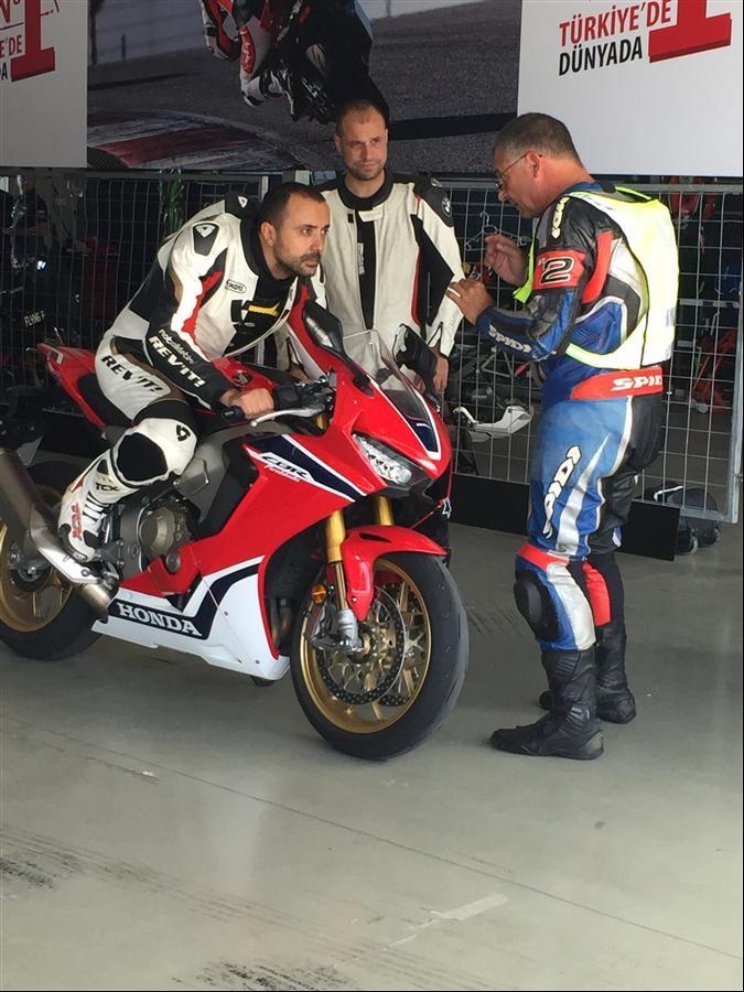 Motoron Rider Academy İle Pist Eğitimindeydik! 2. İçerik Fotoğrafı