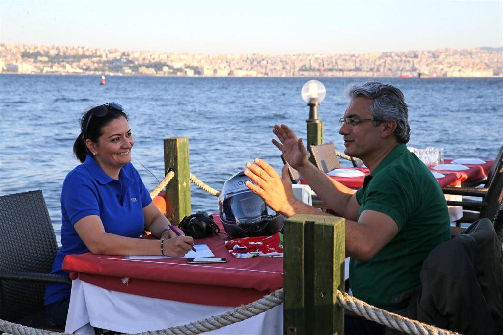 Sıra Dışının Doğallığı: Karşıyaka Belediye Başkanı Hüseyin Mutlu Akpınar!  1. İçerik Fotoğrafı