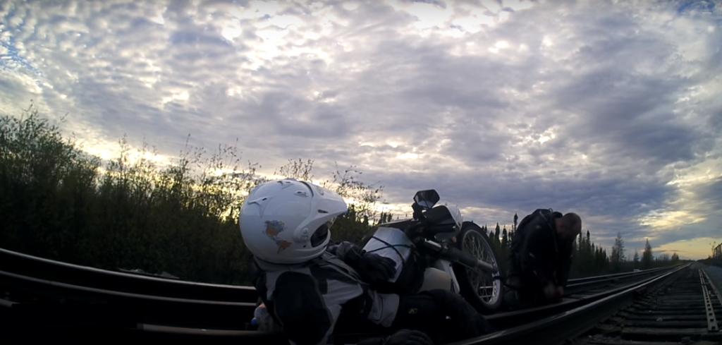 Tren Yolu Köprüsünden Motosiklet ile Geçilmeye Kalkılırsa!  1. İçerik Fotoğrafı