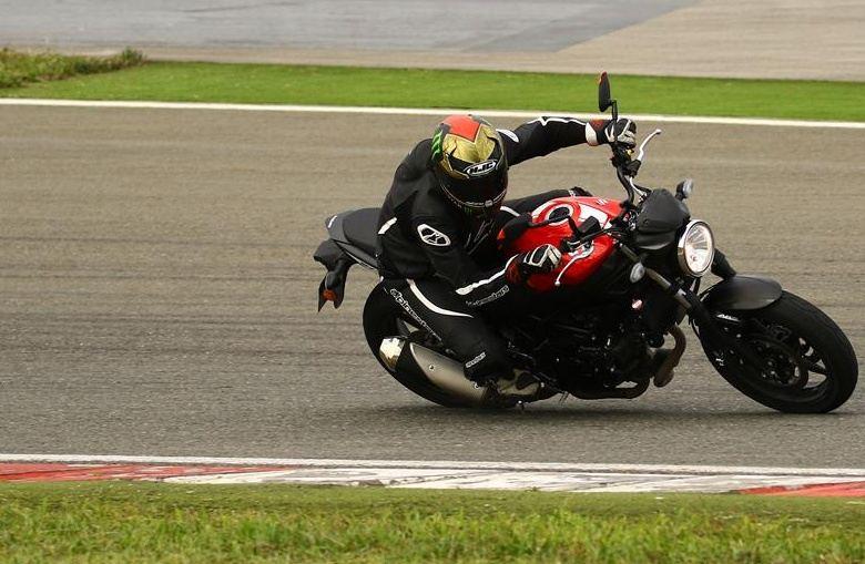 Yamaha MT07, KTM Duke 690 ve Suzuki SV650 modelleri karşılaştıması 2. İçerik Fotoğrafı