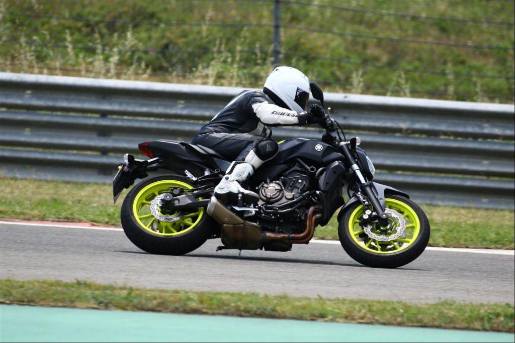 Yamaha MT07, KTM Duke 690 ve Suzuki SV650 modelleri karşılaştıması 3. İçerik Fotoğrafı