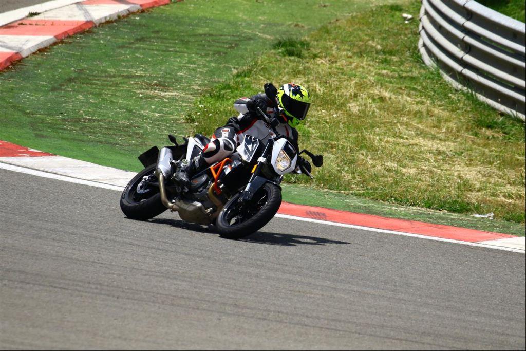 Yamaha MT07, KTM Duke 690 ve Suzuki SV650 modelleri karşılaştıması 5. İçerik Fotoğrafı
